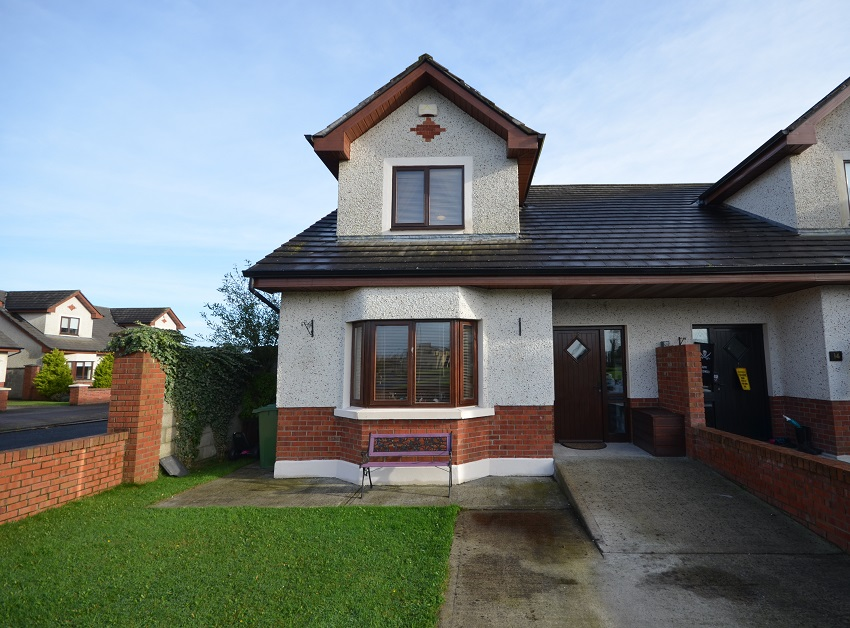 Detached Dormer Bungalow For 9: SOLD 3 Bed Semi-Detached Dormer Bungalow 13 Grace's Park