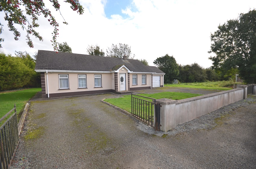 The Yellow Bungalow, Robertstown